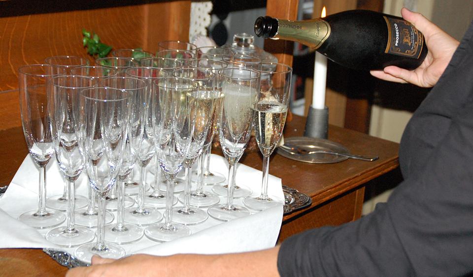 Champagne till gästerna
